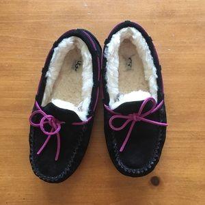 Kid's UGG Dakota slipper size 3